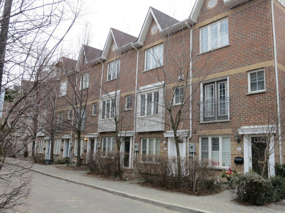 Pear Trees Mews, Freehold Towns, Junction Triangle, Dovercourt-Wallace Emerson Junction, West Toronto Real Estate
